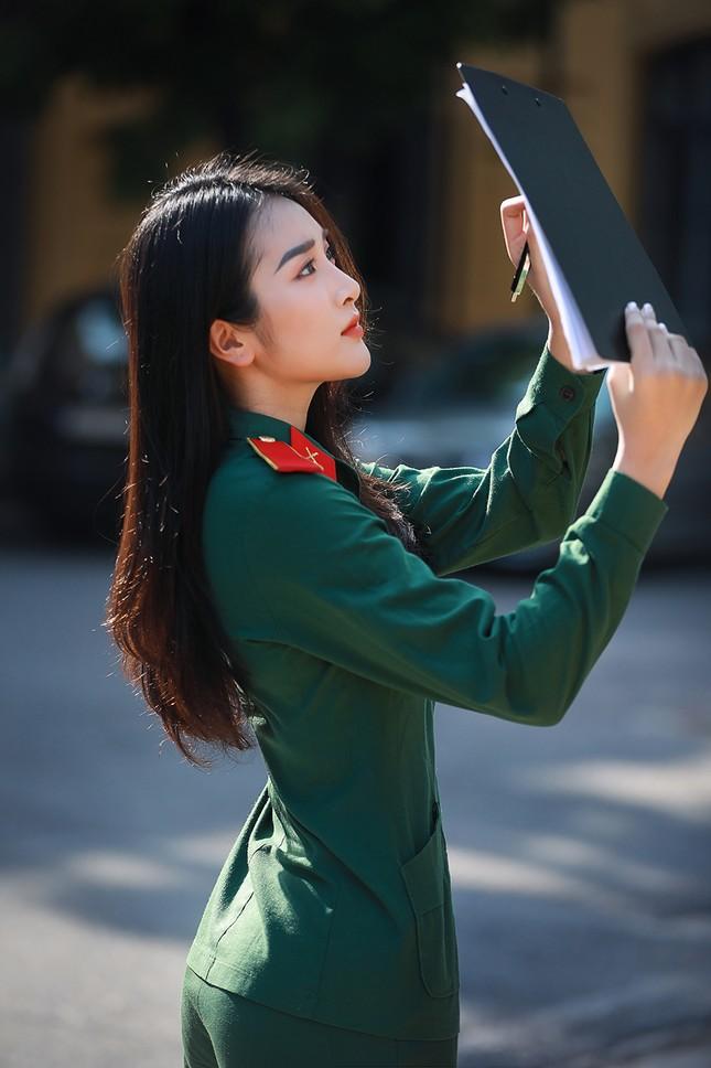 Nữ sinh viên trường ĐH Văn hóa Nghệ thuật Quân đội có gương mặt đẹp như minh tinh ảnh 1