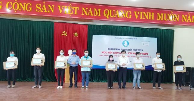 Trao 70 máy tính đến sinh viên có hoàn cảnh khó khăn tại Đà Nẵng và Quảng Nam ảnh 1