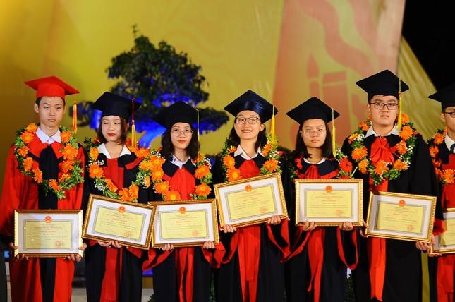 Khen thưởng 1,3 tỷ đồng cho học sinh, sinh viên Hải Phòng ảnh 4