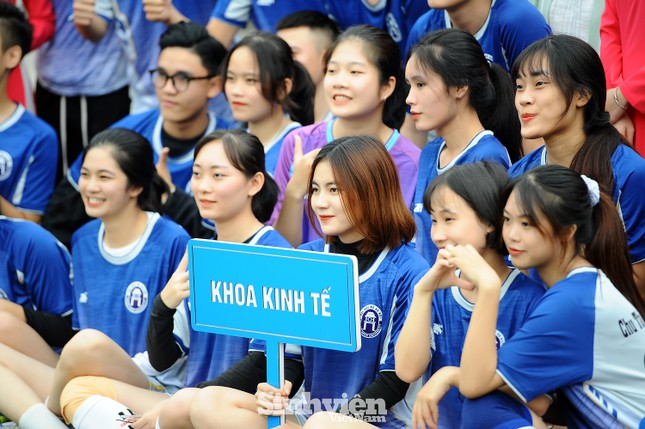 Ngắm nam thanh, nữ tú ĐH Mở Hà Nội tranh tài tại giải bóng đá sinh viên ảnh 7