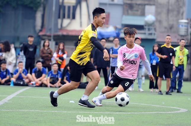 Ngắm nam thanh, nữ tú ĐH Mở Hà Nội tranh tài tại giải bóng đá sinh viên ảnh 10