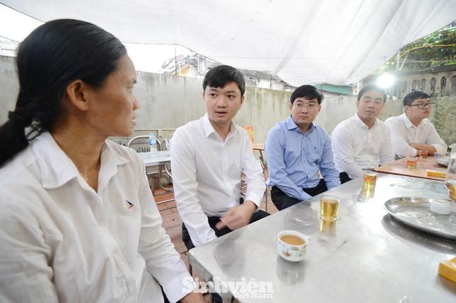 T.Ư Hội Sinh viên Việt Nam thăm hỏi gia đình nữ sinh viên Ngân hàng bị sát hại ảnh 2