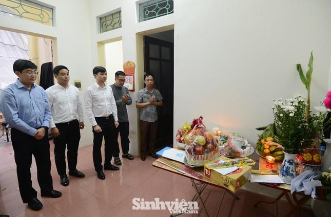 T.Ư Hội Sinh viên Việt Nam thăm hỏi gia đình nữ sinh viên Ngân hàng bị sát hại ảnh 1
