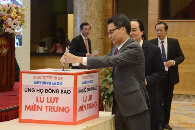 Lãnh đạo Bộ GD - ĐT quyên góp, ủng hộ đồng bào miền Trung ảnh 1