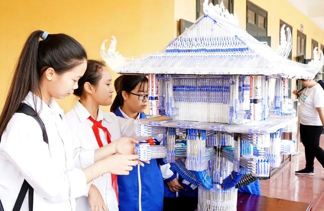 Hô biến hơn 4.000 chiếc bút bi đã qua sử dụng thành những mô hình học tập ảnh 3