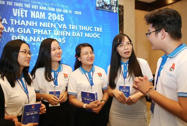Các trí thức trẻ đóng góp nhiều ý kiến tâm huyết để phát triển của đất nước ảnh 1