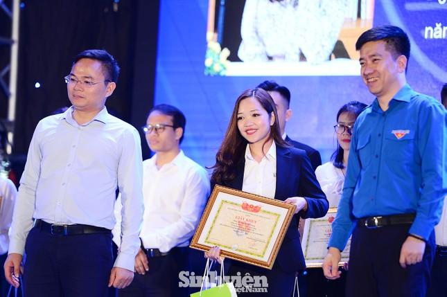 """199 """"Sinh viên 5 tốt"""" cấp ĐHQG Hà Nội được tuyên dương ảnh 1"""