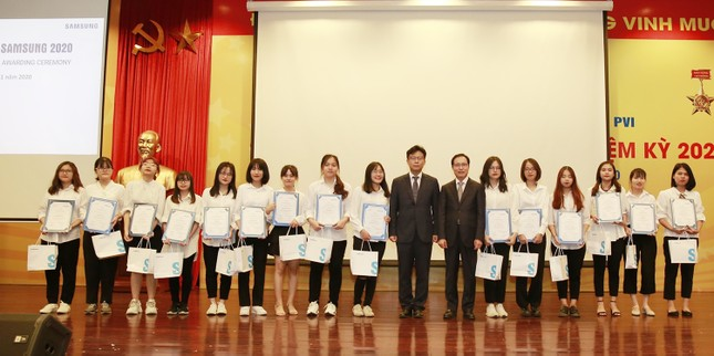 Tặng 135 suất học bổng cho sinh viên chuyên ngành tiếng Hàn ảnh 2