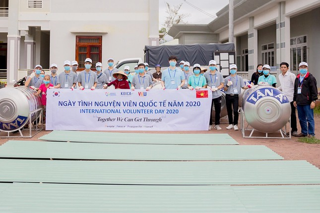 Tuổi trẻ VKU chung tay hỗ trợ người dân miền Trung khắc phục hậu quả bão lụt ảnh 1
