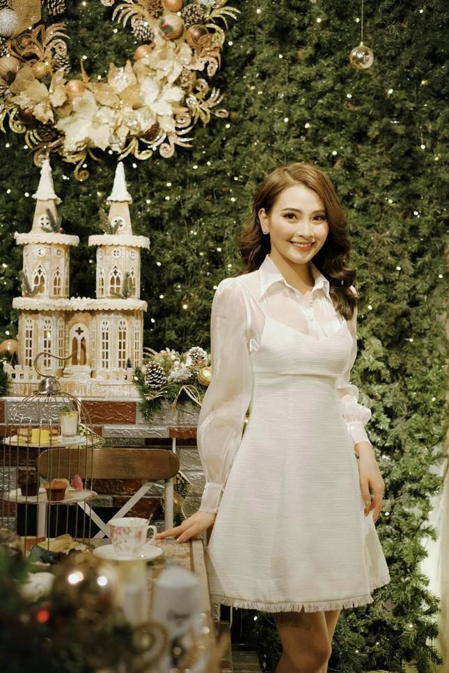 """Hot girl Việt check-in """"rầm rầm"""" không khí Giáng sinh ảnh 3"""