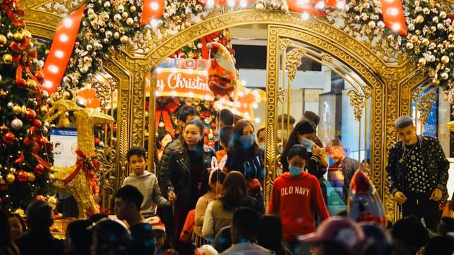 Biển người hoà chung không khí đêm Giáng sinh ở Thủ đô ảnh 4
