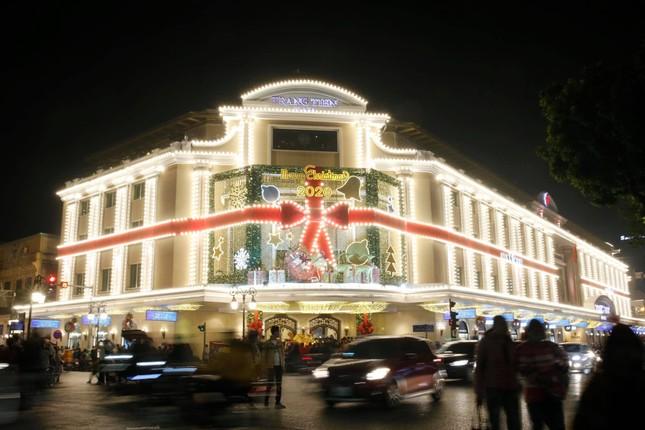 Biển người hoà chung không khí đêm Giáng sinh ở Thủ đô ảnh 5