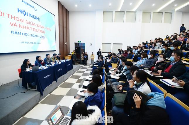 Hàng trăm sinh viên đối thoại trực tiếp với Ban Giám hiệu ảnh 1
