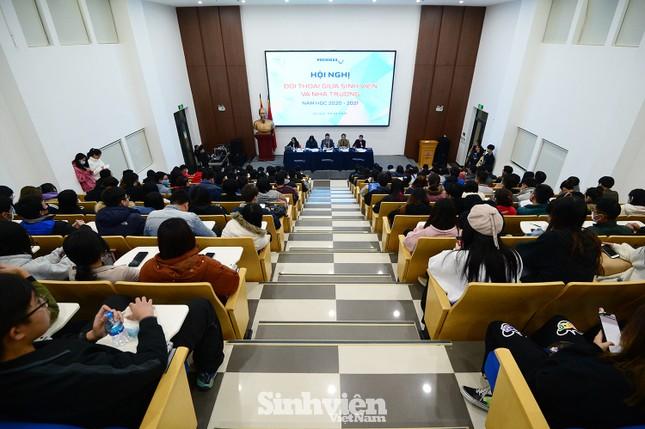 Hàng trăm sinh viên đối thoại trực tiếp với Ban Giám hiệu ảnh 8