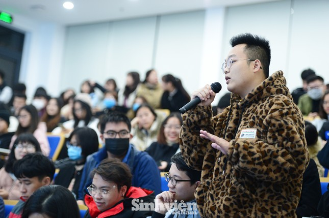 Hàng trăm sinh viên đối thoại trực tiếp với Ban Giám hiệu ảnh 3