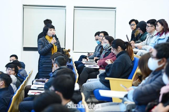 Hàng trăm sinh viên đối thoại trực tiếp với Ban Giám hiệu ảnh 5