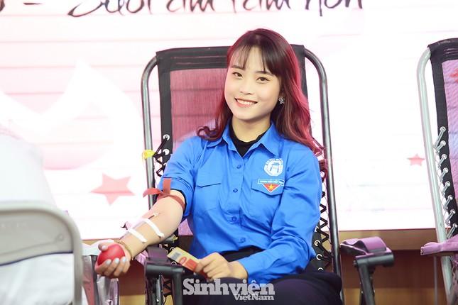 """Nữ sinh """"Sao Tháng Giêng"""" tham gia hiến máu tình nguyện vì cộng đồng ảnh 7"""