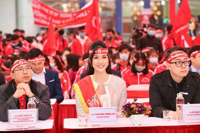 """Hoa hậu Việt Nam năm 2020 Đỗ Thị Hà rạng rỡ trong chương trình """"Chủ Nhật Đỏ""""  ảnh 3"""