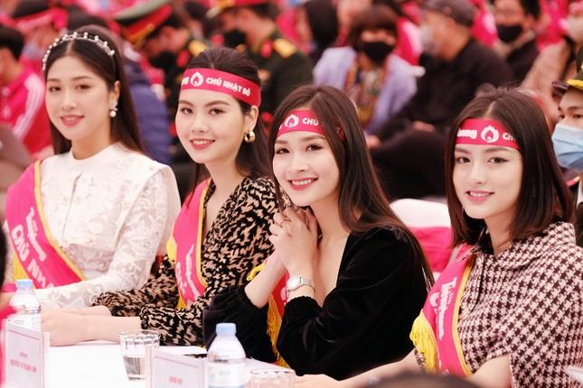 """Hoa hậu Việt Nam năm 2020 Đỗ Thị Hà rạng rỡ trong chương trình """"Chủ Nhật Đỏ""""  ảnh 5"""