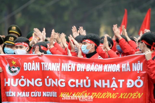 """Hàng ngàn sinh viên diễu hành hưởng ứng """"Chủ Nhật Đỏ"""" 2021 ảnh 2"""