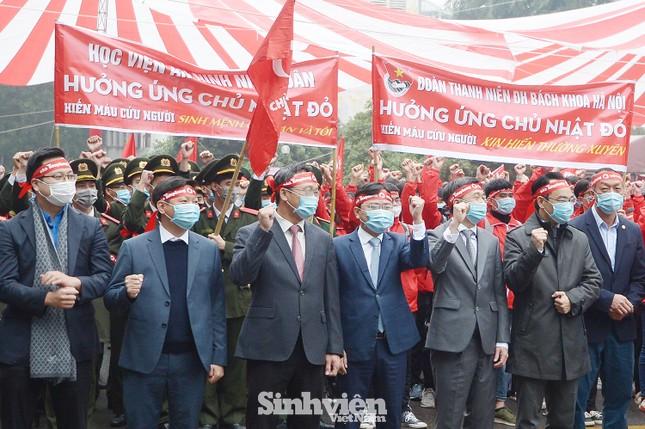 """Hàng ngàn sinh viên diễu hành hưởng ứng """"Chủ Nhật Đỏ"""" 2021 ảnh 1"""