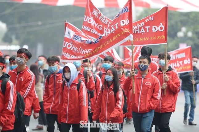 """Hàng ngàn sinh viên diễu hành hưởng ứng """"Chủ Nhật Đỏ"""" 2021 ảnh 5"""