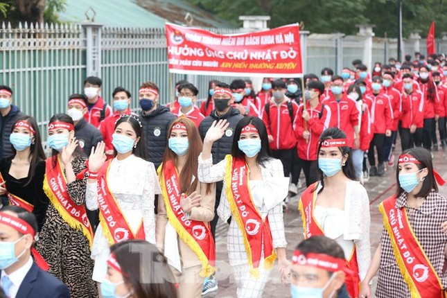 """Hoa hậu Việt Nam năm 2020 Đỗ Thị Hà rạng rỡ trong chương trình """"Chủ Nhật Đỏ""""  ảnh 2"""