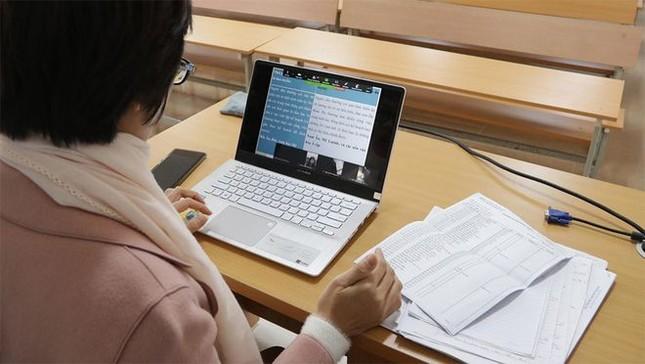 Sinh viên triển khai học trực tuyến trước diễn biến dịch COVID-19 ảnh 2