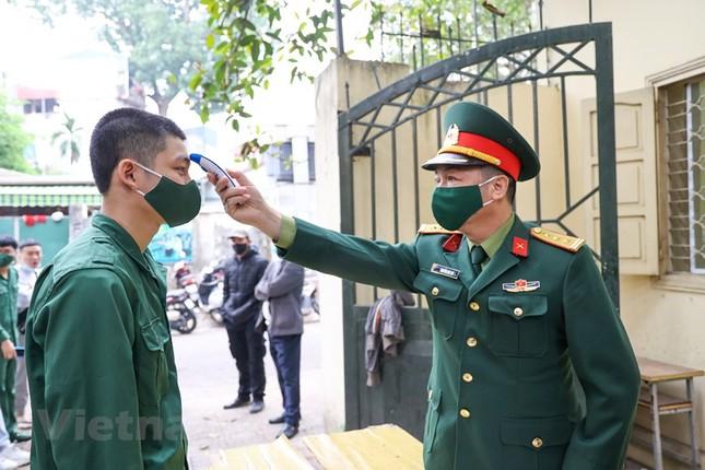 Xét nghiệm COVID-19 cho tân binh Thủ đô trước ngày giao quân ảnh 1