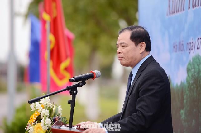 Sinh viên, giảng viên Học viện Nông nghiệp Việt Nam hưởng ứng trồng 5.000 cây xanh ảnh 2