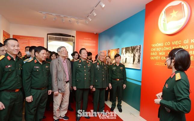Hơn 300 tài liệu, hình ảnh và hiện vật tiêu biểu của tuổi trẻ Quân đội đã được giới thiệu ảnh 2