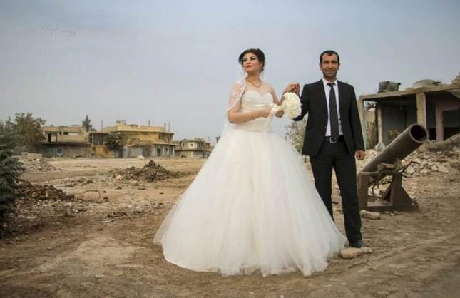 Cảm động đám cưới đầu tiên tại Syria sau khi IS rút lui ảnh 2