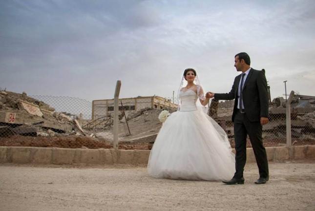 Cảm động đám cưới đầu tiên tại Syria sau khi IS rút lui ảnh 1