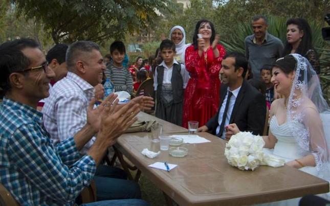 Cảm động đám cưới đầu tiên tại Syria sau khi IS rút lui ảnh 5