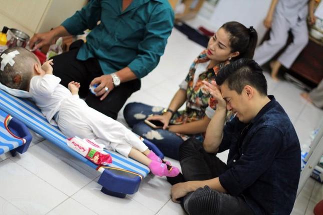 Lam Trường bật khóc khi thấy bé gái bị não úng thuỷ ảnh 5