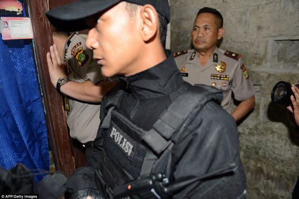 Tìm thấy cờ IS trong nhà kẻ đánh bom tự sát Indonesia ảnh 2