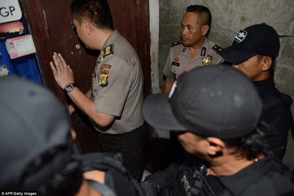 Tìm thấy cờ IS trong nhà kẻ đánh bom tự sát Indonesia ảnh 3