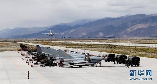Sân bay quân sự bí mật của Trung Quốc giữa núi tuyết ảnh 1