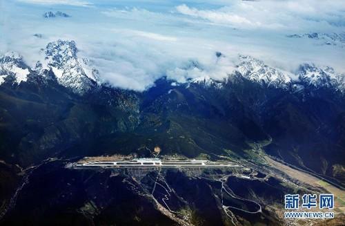 Sân bay quân sự bí mật của Trung Quốc giữa núi tuyết ảnh 2
