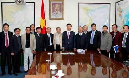 Thủ tướng làm việc với nhóm chuyên gia tư vấn ảnh 1