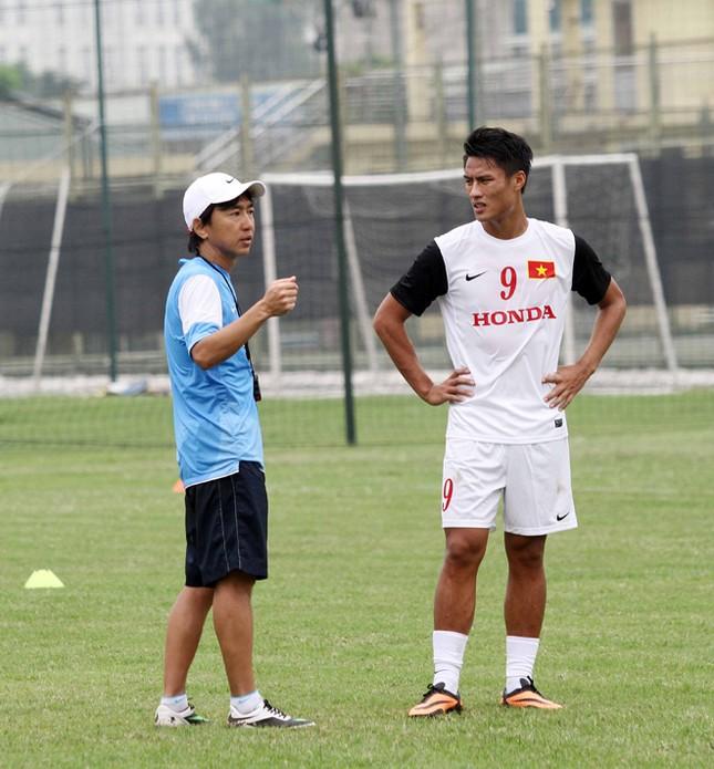 Olympic Việt Nam: Bất ngờ từ Toshiya Miura ảnh 1