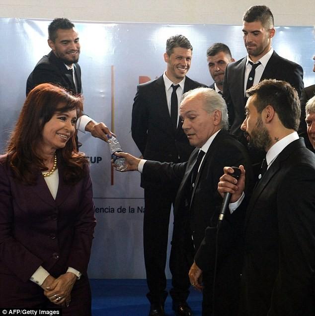 Messi được chào đón như người hùng ở Argentina ảnh 3