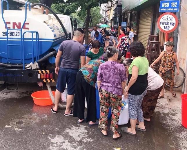 Cuộc sống đảo lộn của người Hà Nội trong những ngày khan hiếm nước sạch ảnh 3
