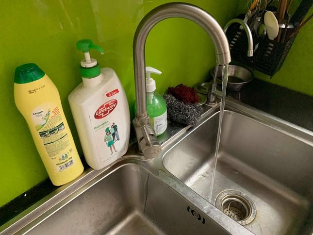 Cuộc sống đảo lộn của người Hà Nội trong những ngày khan hiếm nước sạch ảnh 1
