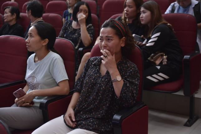 Tưởng niệm Thứ trưởng giáo dục Lê Hải An: Hội trường 300 chìm trong đau buồn ảnh 3