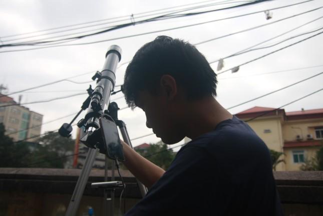 Người Hà Nội thích thú ngắm nhật thực 'vòng tròn lửa' cực hiếm ảnh 6