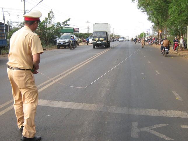 Gây tai nạn, ô tô kéo lê xe máy gần 200m ảnh 2