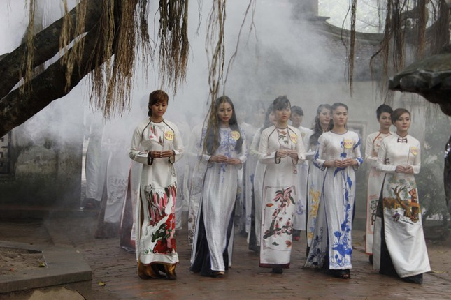 Người đẹp Kinh Bắc thăm Chùa Bút Tháp ảnh 1