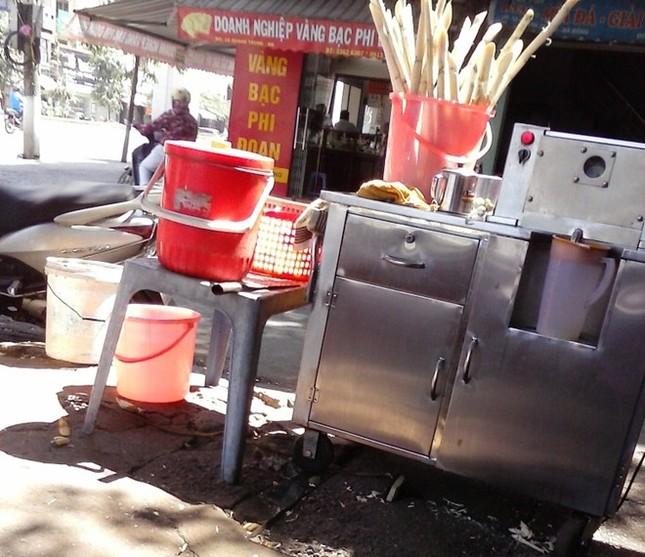 Cận cảnh sản xuất nước mía 6.000 đồng tại Hà Nội ảnh 2