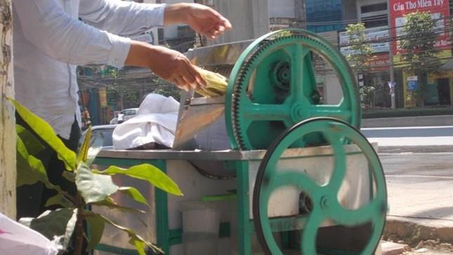 Cận cảnh sản xuất nước mía 6.000 đồng tại Hà Nội ảnh 6